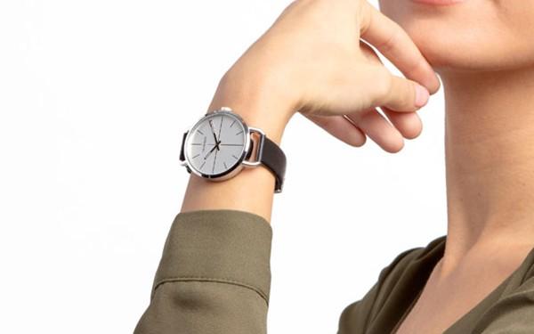 Đồng hồ nữ Calvin Klein Even máy pin đang giảm giá rất tốt tại Mỹ