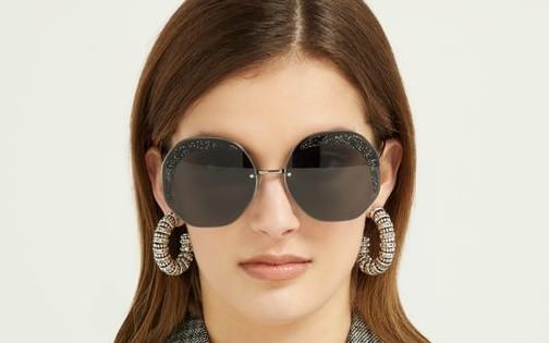 Kính mát nữ Fendi Glass đang giảm giá rất tốt tại Mỹ